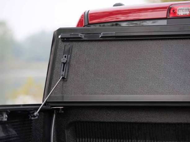 Bakflip Mx4 Review >> BAKFlip MX4 vs BAKFlip F1 Tonneau Cover Comparison | RealTruck